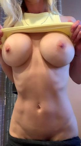 I Haven't Had Overwhelming Success On This Sub So I'm Upping The Ante With A Gif 💛