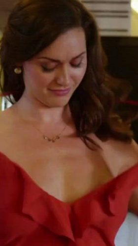 Sarah Power Shows Off Her Tits In Californication